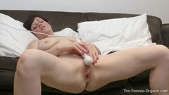 Naughty MILF Bates Fleshy Pussy to Two Groaning Pulsing Orgasms Thumb