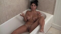 Yanks Chesty Satine's Big Bath Orgasm Thumb