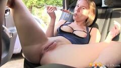 Milf dildo fucks her hot pussy Thumb