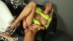 Busty blonde masturbating Thumb