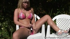 Naughty Coed While Sunbathing And Vibes Her Clit To Orgasm Thumb